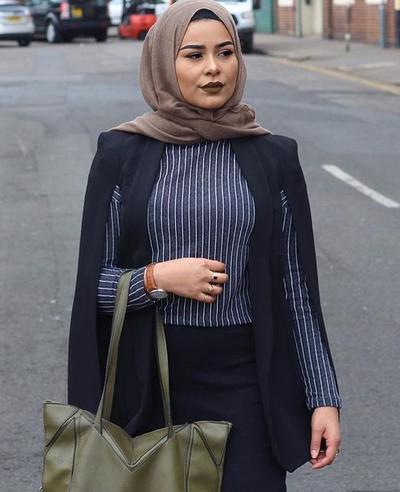 Inspirasi Gaya Blazer Cape Hijab