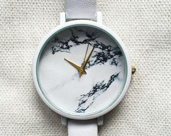 Model Jam Tangan Wanita yang Cocok Untuk Tangan Gemuk dan Besar