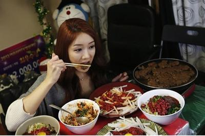 Wow, Inilah 8 Bintang Mukbang Korea Paling Populer dan Banyak Ditonton Saat Ini!