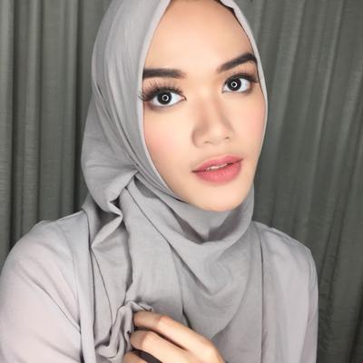 Tampil Manis dengan Tutorial Hijab Simpel Ala Beauty Vlogger Dhana Xaviera, Yuk!