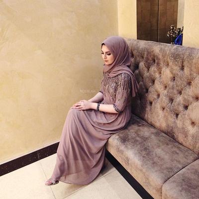 Simple Tapi Menawan, Dress Ala Hijabers Turki Ini Bisa Jadi Pilihan Kamu untuk ke Pesta Lho