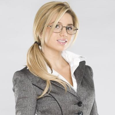 Kamu Menggunakan Kacamata? 4 Pilihan Model Rambut Ini Paling Cocok Untukmu