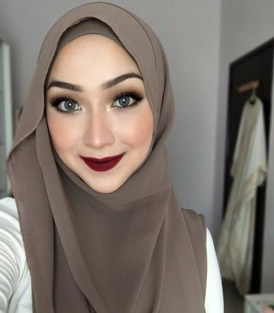Inspirasi Style Hijab Simpel untuk Wisuda