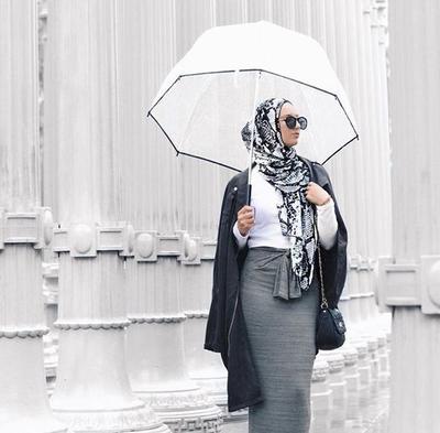 Ini Dia Style Hijab Modis yang Paling Cocok untuk Kamu Pakai Saat Musim Hujan Tiba