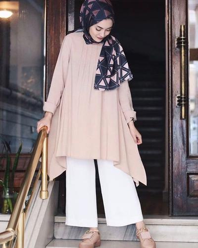 Ini Dia Padu Padan Tunik Hijab untuk Style Modis Kekinian ke Kampus!