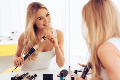 Hati-hati, 5 Faktor Ini Dapat Membuat Rambutmu Beruban Sebelum Waktunya, Ladies!