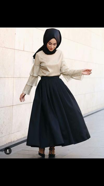 Simpel dan Elegan! Ini 5 Fashion Style Hijabers Turki Kalau Lagi Hangout