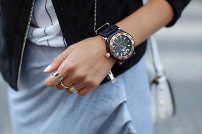 Psst, Ini Dia Tips Memilih Jam Tangan Wanita yang Tepat untuk Wanita dengan Tangan Gemuk!