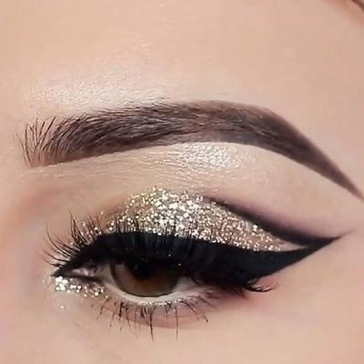 Glittery Gliter Eyeshadow with Falsies