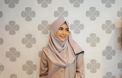 Manis dan Anggun, Dua Kata yang Menggambarkan Style Hijab Anisa Rahma, Setuju?