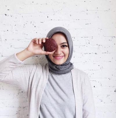 Tinggal Pilih, Ini Deretan Warna Lipstik Lokal untuk Hijabers Berkulit Sawo Matang!