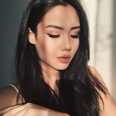 Psst, Intip Cara Make Up yang Glowing Khusus untuk Kamu Si Kulit Sawo Matang!