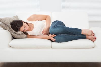 Perut Sebelah Kirimu Sakit? Hmm, 4 Cara Mudah Ini Langsung Sembuhkan Nyerimu