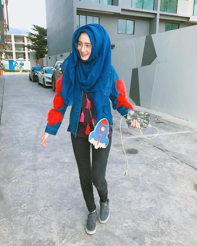 Inspirasi Style Hijab Sporty ala Saira Mirror