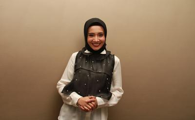 Cantik dan Modis, Intip 5 Inspirasi Outer Hijab ala Zaskia Sungkar
