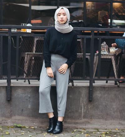 Pakai Baju Apa Saja Tetap Terlihat Stylish dengan Boots Hijab!