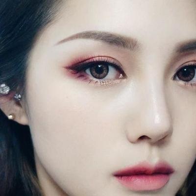 Gunakan Minimal dan Natural Eyeshadow