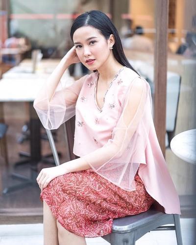 Formal Attire Dengan Rok Batik