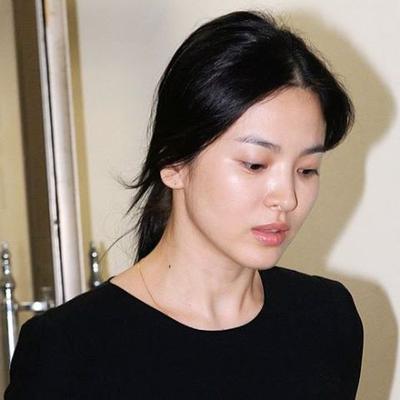 Bikin Pangling! Begini Wajah 8 Artis Korea Saat Muncul Tanpa Pakai Make Up