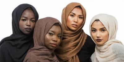 Kamu yang Berkulit Gelap, Pilih Warna Hijab Ini untuk Tampilan Fresh dan Mempesona