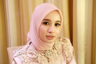 Transformasi Model Hijab Laudya Cynthia Bella Sejak Awal Berhijab Hingga Kini, Ada yang Berubah?