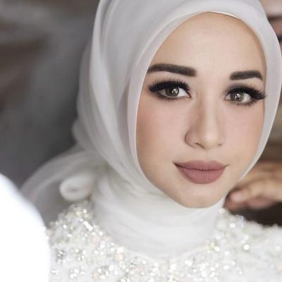 Sangat Kontras, Begini Perbandingan Make Up Laudya Chintya Bella di Resepsi Pertama dan Kedua