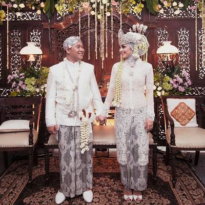 Cantik-cantik Banget, Ini Dia Tips dan Inspirasi Gaun Pengantin Hijab Adat Sunda!