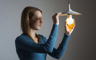 Bisa Mengganti Lampu Sendiri