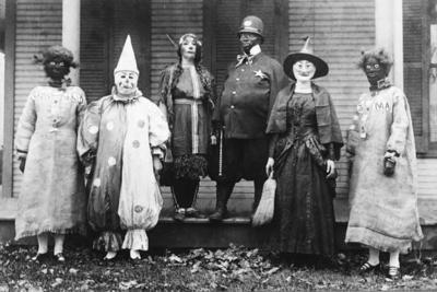 Koleksi Foto Kostum Halloween Paling Seram dari Tahun 1900-an Ini Dijamin Bikin Merinding!