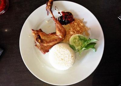 Mau Makan Nasi Uduk di Surabaya? Ini Rekomendasi Tempat yang Harus Kamu Kunjungi!