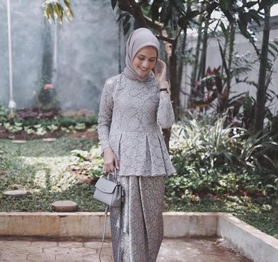 Inspirasi kebaya hijab kekinian buat remaja ternyata ini lho