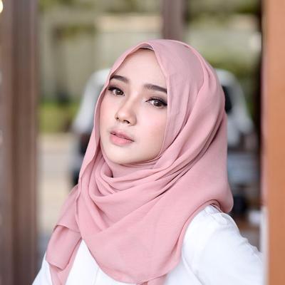 Cantik dan Feminim, Intip Trik Padu Padan Fashion Hijab Kasual Ala Selebgram Ini!