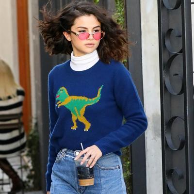 Intip dan Contek Gaya Sweater Ala Selebriti Barat Berikut untuk Jadi inspirasi Kamu!