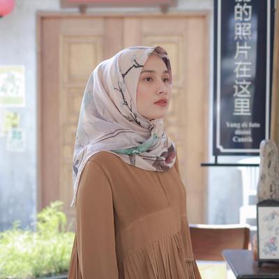 Rekomendasi 5 Online Shop Hijab Satin Maxmara yang Motifnya Dijamin Enggak Pasaran