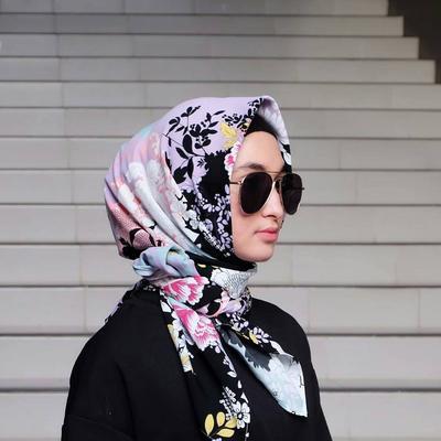 Kamu Mencari Hijab Segi Empat Motif Kekinian Super Murah di Instagram? Di sini Tempatnya!