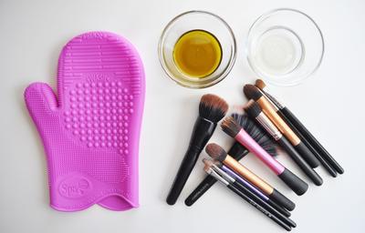 Merasa Sudah Bersih Padahal Belum, Ini Dia 5 Langkah Mencuci Brush Make Up yang Benar!