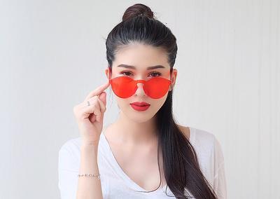model kacamata sunglasses yang lagi kekinian gimana ya?