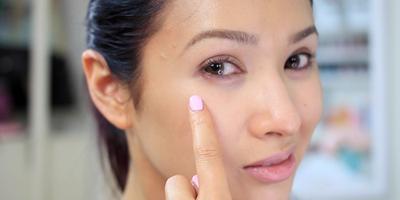 Habis Nangis dan Kurang Tidur? Atasi Mata Sembap dengan Trik Make Up Mata Ini!