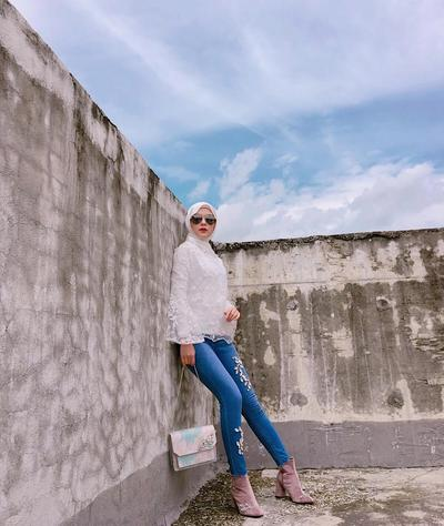Semi-Casual with Whiite Hijab and Jeans