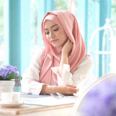 Ternyata Ini Pilihan Warna Hijab yang Disukai Pria Agar Tak Sulit Mencari Outfit yang Serasi denganmu