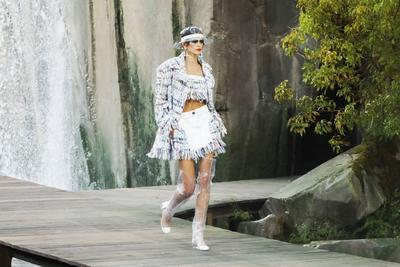 So Pretty! Koleksi Spring/Summer 2018 Chanel Kemarin Bikin Kamu Tetap Kering Walau Hujan Badai!