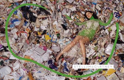 Unik, Desainer Ini Mengubah Sampah Menjadi Baju yang Ditampilkan di Paris Fashion Week Kemarin
