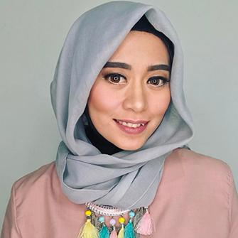 Hanya dengan Produk Lokal, Ini Tips dari Beauty Blogger Ini Agar Make Up Wisuda Tahan Lama!