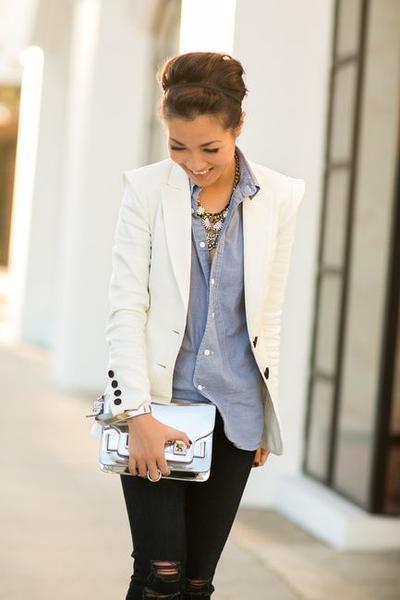 Tanpa Terkesan Kaku, Baju Kerja Wanita Kekinian Ini Bisa Jadi Outfit Kantor Kamu!