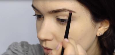 Tidak Perlu Lama, Kamu Bisa Tampil Fresh Ke Kampus Hanya dengan 5 Langkah Make Up Ini!