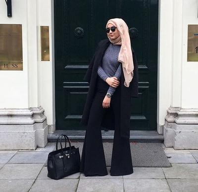 Belum Ketinggalan, Saatnya Ganti Jeans Kamu dengan Flare Pants Hijab yang Ngehits di 2017 Ini!