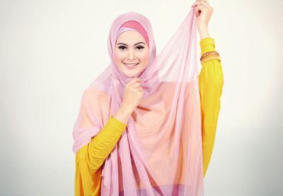 Berpotensi Bahaya, Ternyata Ini yang Harus Dilakukan Saat Pentul Hijab Tak Sengaja Tertelan