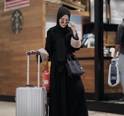 Mau Jalan-jalan? Ini Tips Menyimpan Hijab dalam Tas Agar Tidak Kusut Saat Ingin Dipakai!
