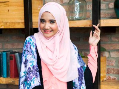 Tutorial Memakai Hijab Tanpa Peniti Ini Hanya Memerlukan Waktu Kurang dari 5 Menit Loh!