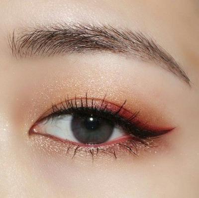 Eyeliner & Maskara Hitam
